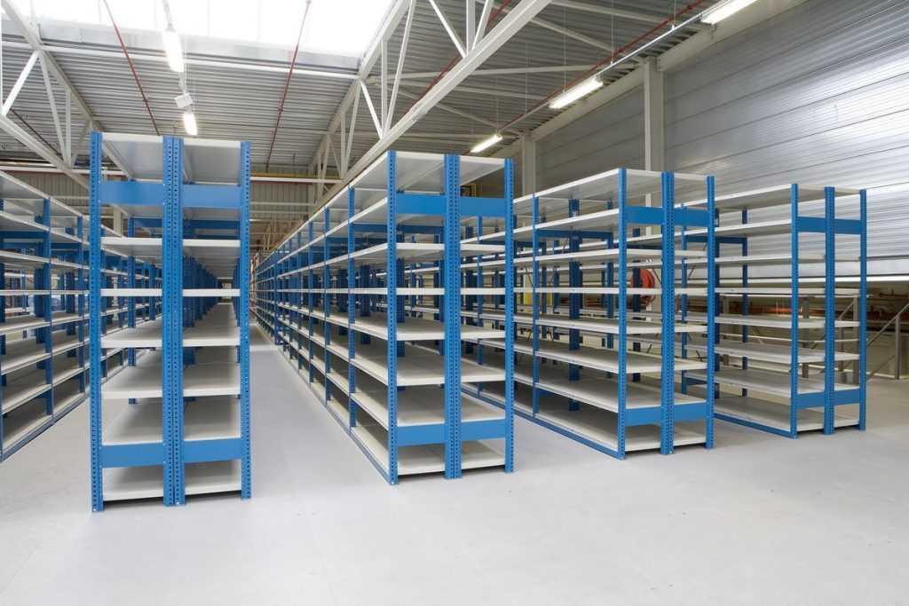 Как правильно выбрать и где заказать стеллажи для склада?