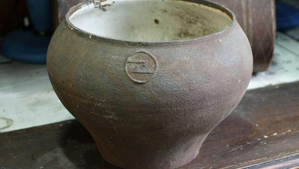 В Погарском районе вор забрался в дом ради металлической посуды