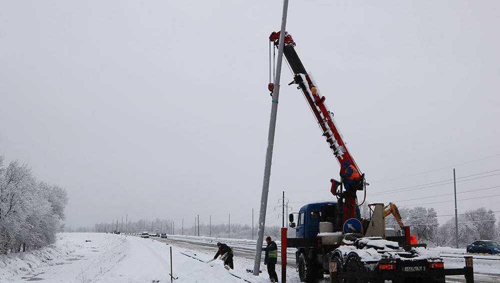 Начали ставить опоры наружного освещения на дороге Брянск-I – Брянск-II