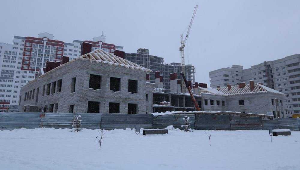 В Брянске в старом аэропорту почти построили коробку здания детсада