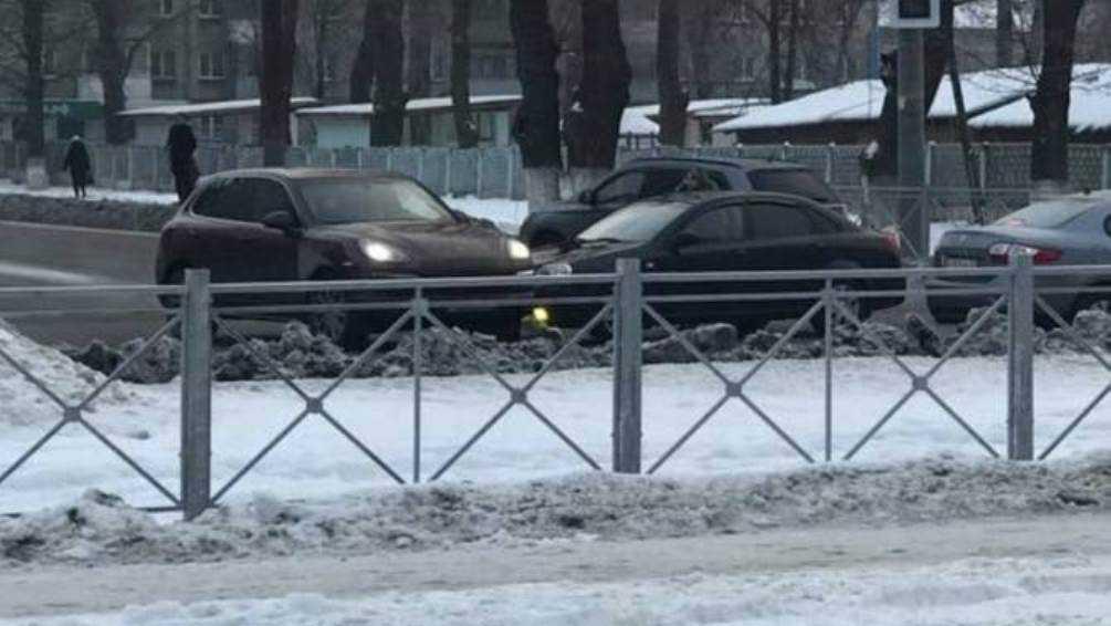 Возле первой больницы Брянска столкнулись автомобили
