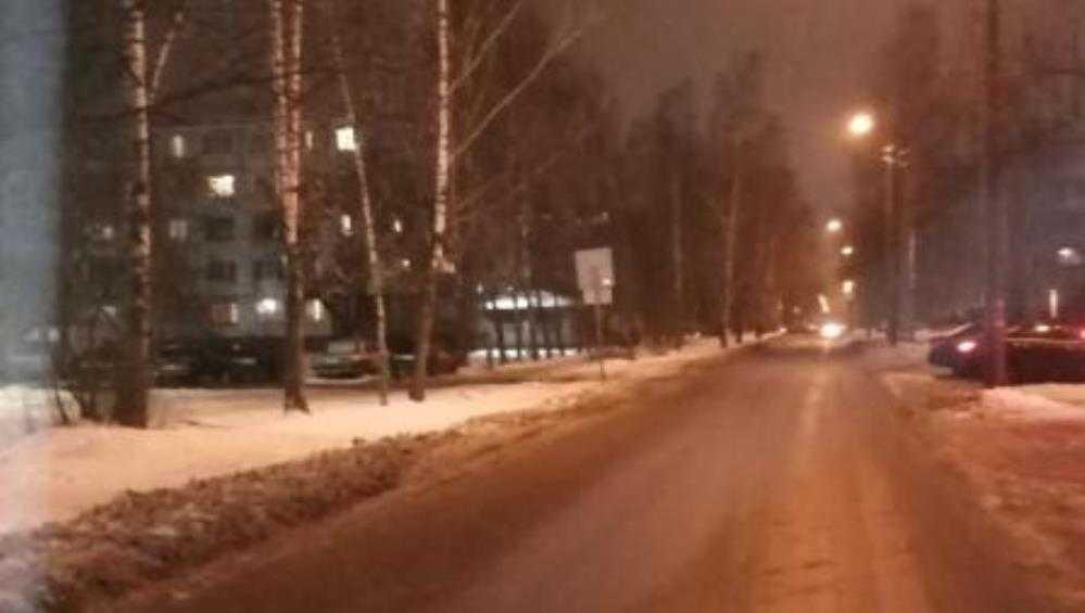 В Брянске женщина на джипе сбила выбежавшего на дорогу школьника