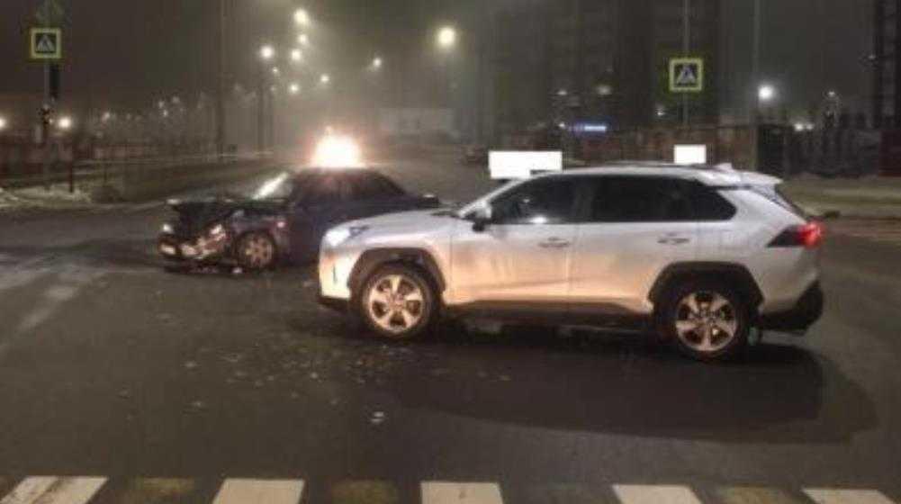 В Брянске при столкновении легковушек пострадала 30-летняя женщина