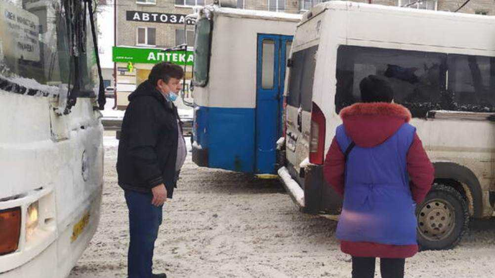 В Брянске у «Полтинника» столкнулись маршрутки № 118 и автобус