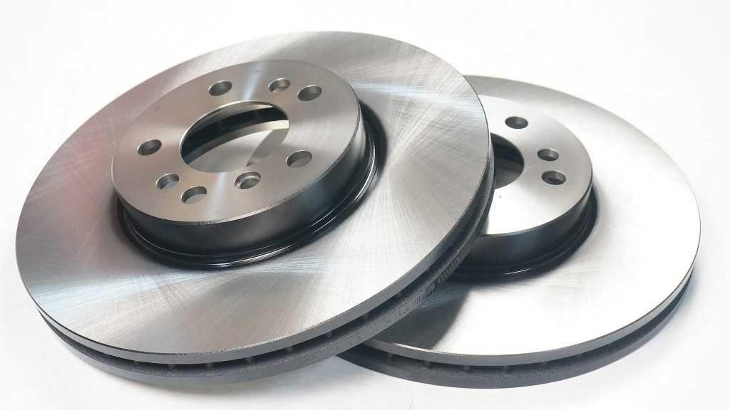 В чем прелесть вентилируемых тормозных дисков