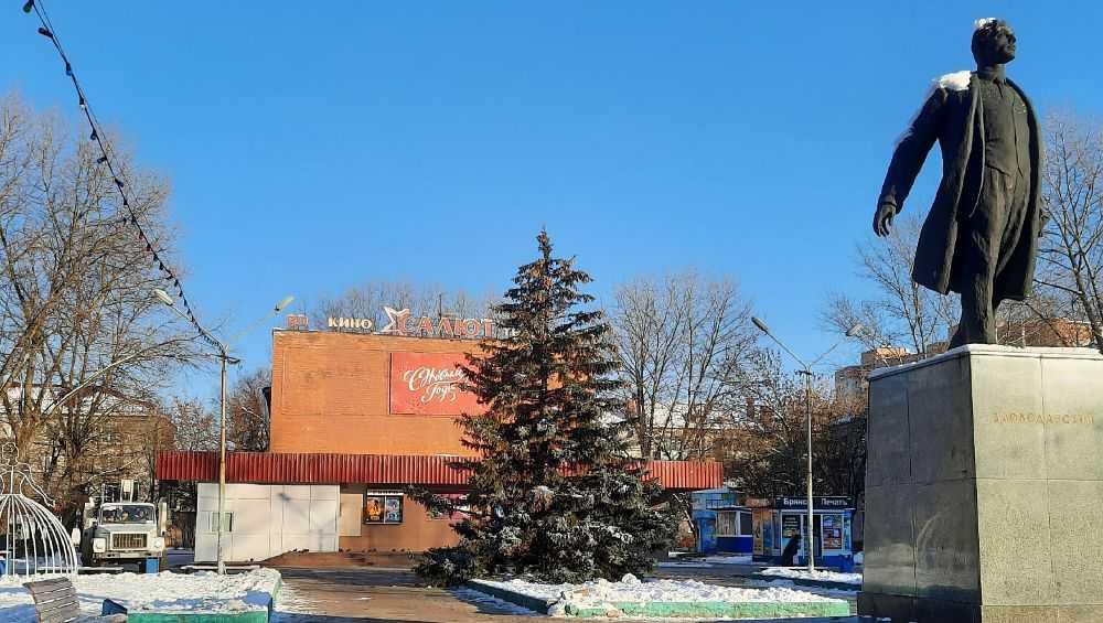 В Брянске установили еще несколько новогодних елок