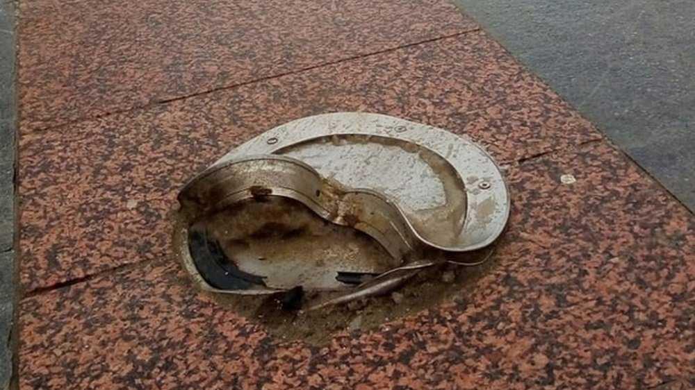 В Брянске при уборке снега повредили фонари на бульваре Гагарина
