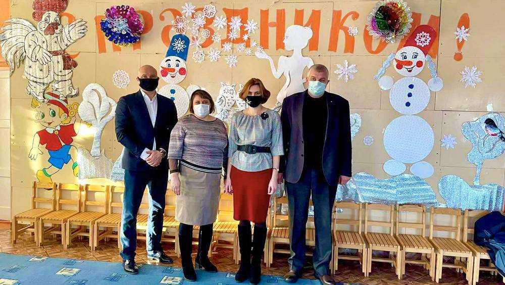 Брянский депутат Патов поздравил воспитанников мглинских детсадов с Новым годом