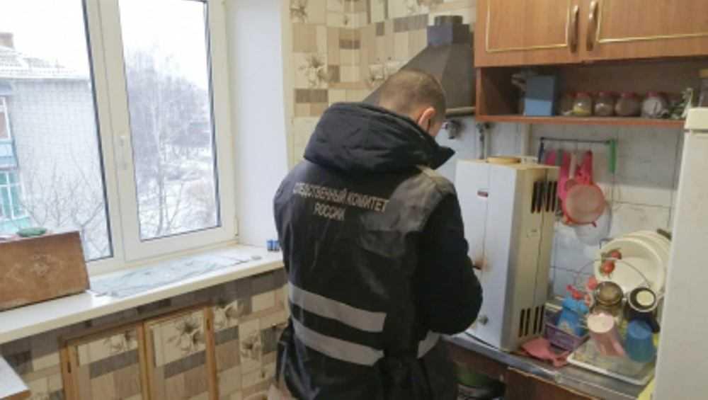 В квартире одного из домов в Новозыбкове обнаружили тела троих человек