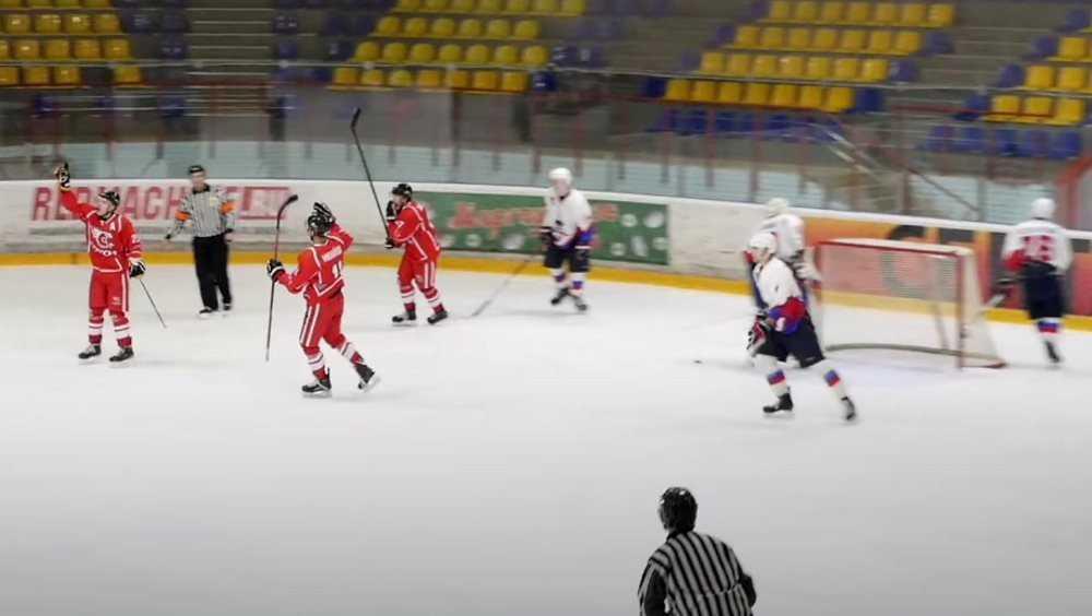 Брянские хоккеисты проиграли одиннадцатый матч подряд