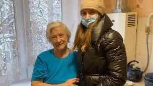 Волонтеры «Брянскэнерго» помогают ветеранам отрасли и в преддверии профессионального праздника поздравляют их с Днем Энергетика