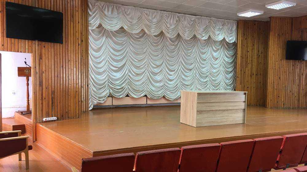 В Локотском Доме культуры подготовили к открытию кинозал нового типа