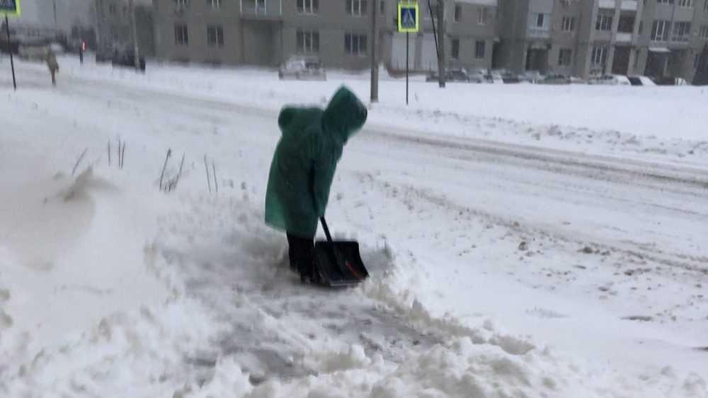 В Белых Берегах брянцев позвали на уборку снега на территории храма