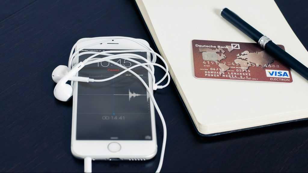Сервис Apple Pay стал очень популярен в России