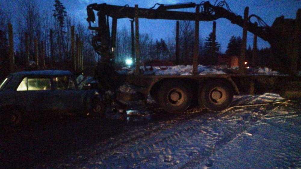 В Дятькове в ДТП с лесовозом погиб водитель легковушки