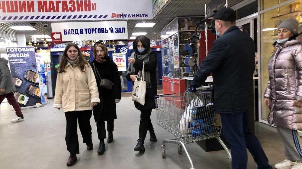 Половина покупателей в брянских гипермаркетах забыла о масочном режиме