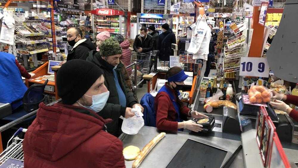 В брянских гипермаркетах началось новогоднее столпотворение