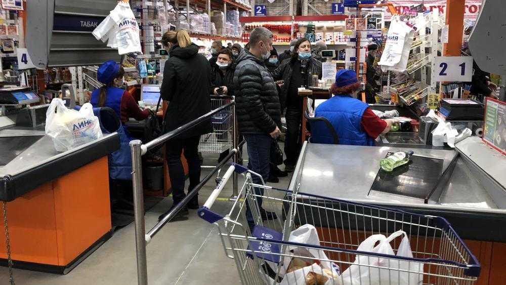 Кассиры брянских гипермаркетов стали падать от усталости