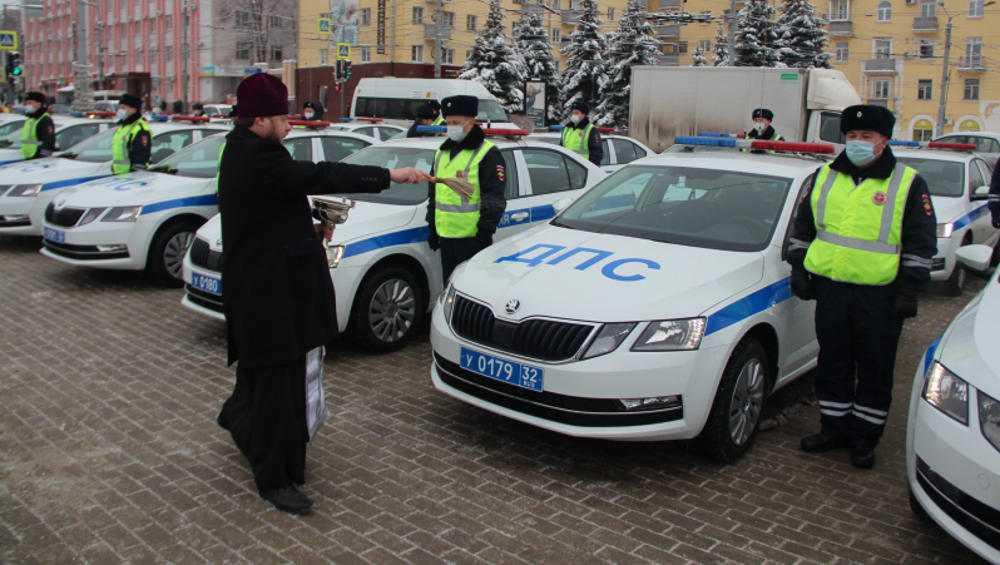 Брянские автоинспекторы получили 43 «Шкоды» и 4 «Гранты»