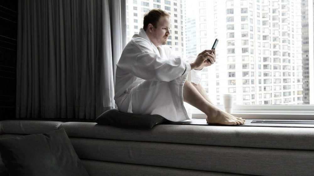 Ученые оценили вред от оставленного у кровати на ночь смартфона