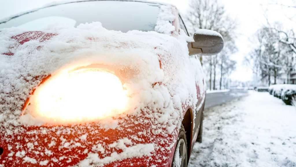 На Брянскую область обрушился мощный весенний снегопад