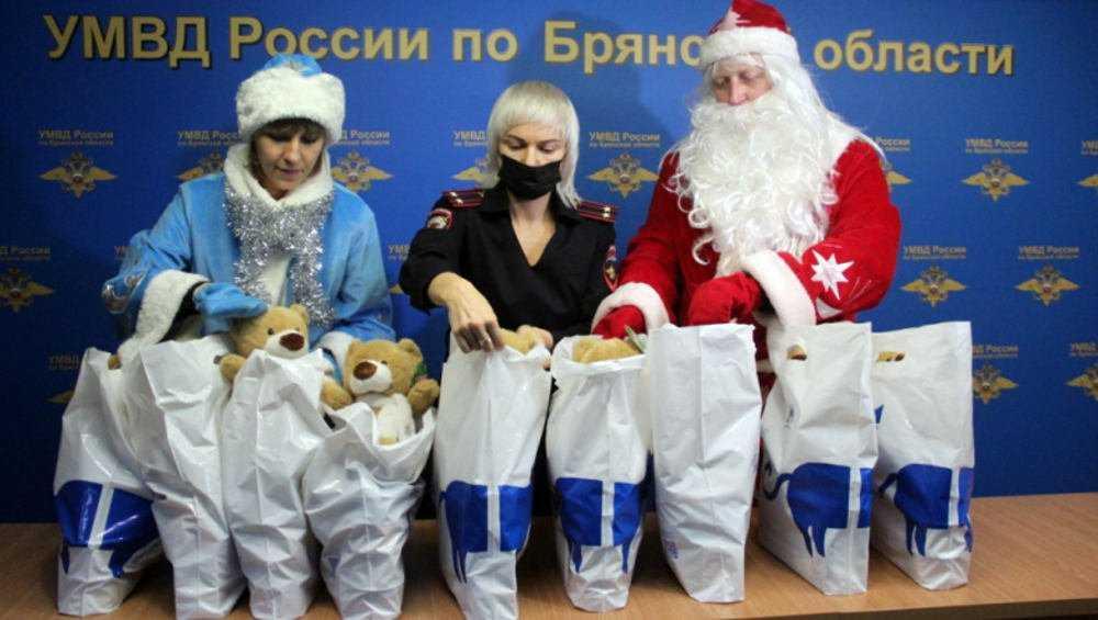 Брянские полицейские Деды Морозы и Снегурочки выполнили спецзадание