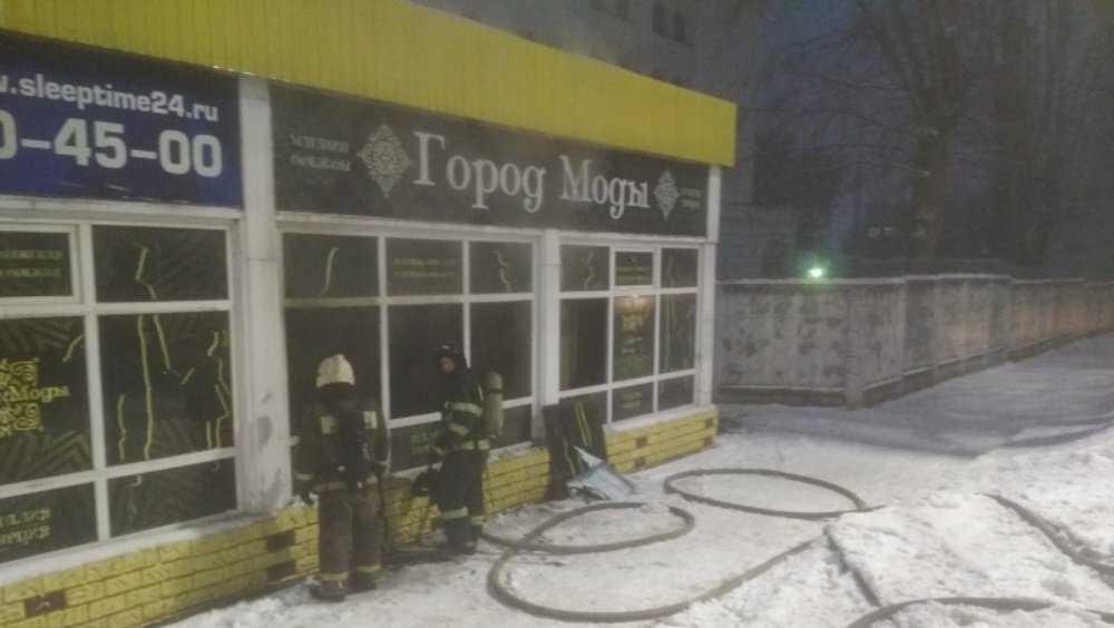 В Брянске потушили горевший бутик на улице Красноармейской
