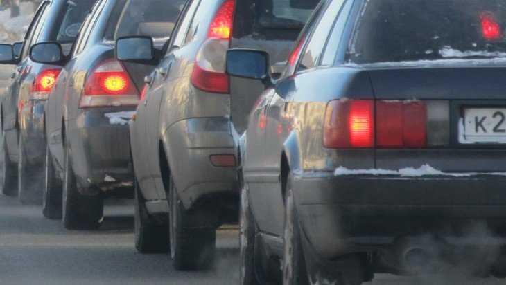 В центре Брянска из-за дорожных работ образовалась большая пробка