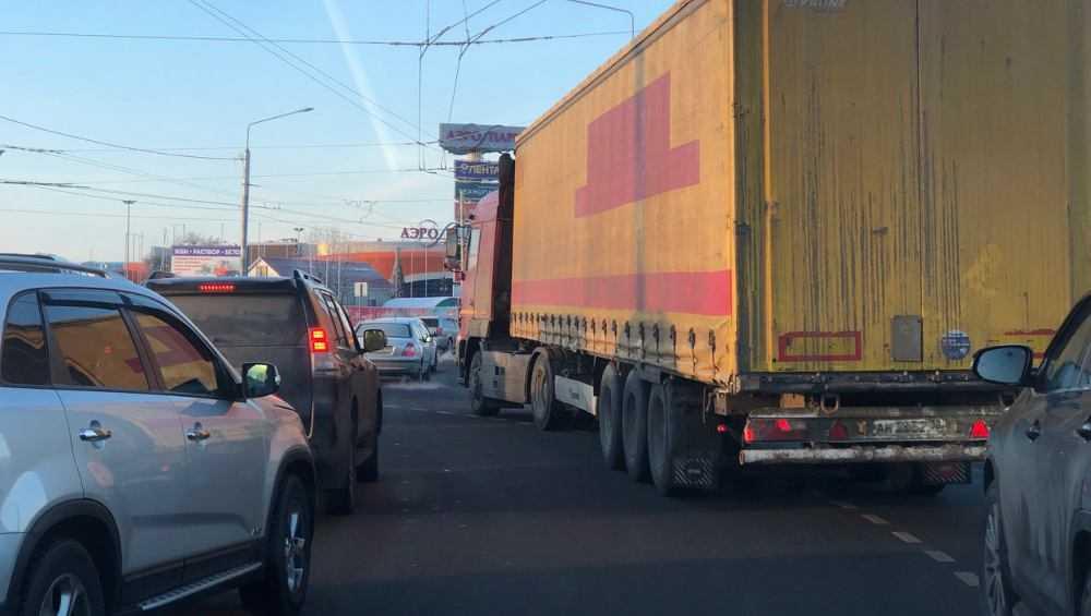 В Брянске между Советским районом и Бежицей растянулась пробка