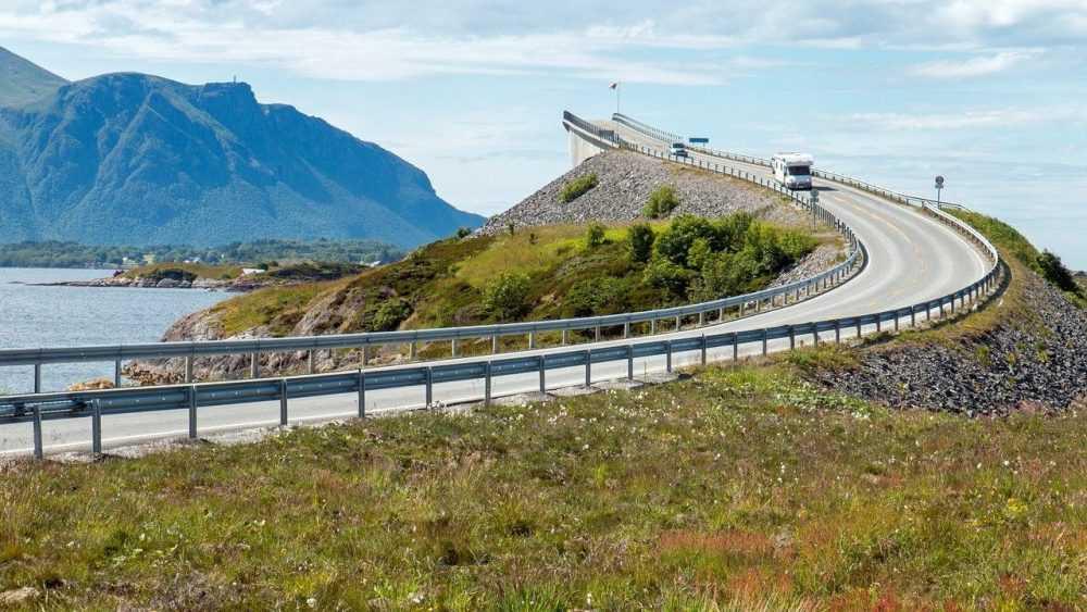 Двое брянцев разбили друг другу автомобили в Норвегии и решили судиться