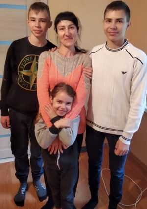 Оставшейся без крова брянской семье незнакомец подарил квартиру