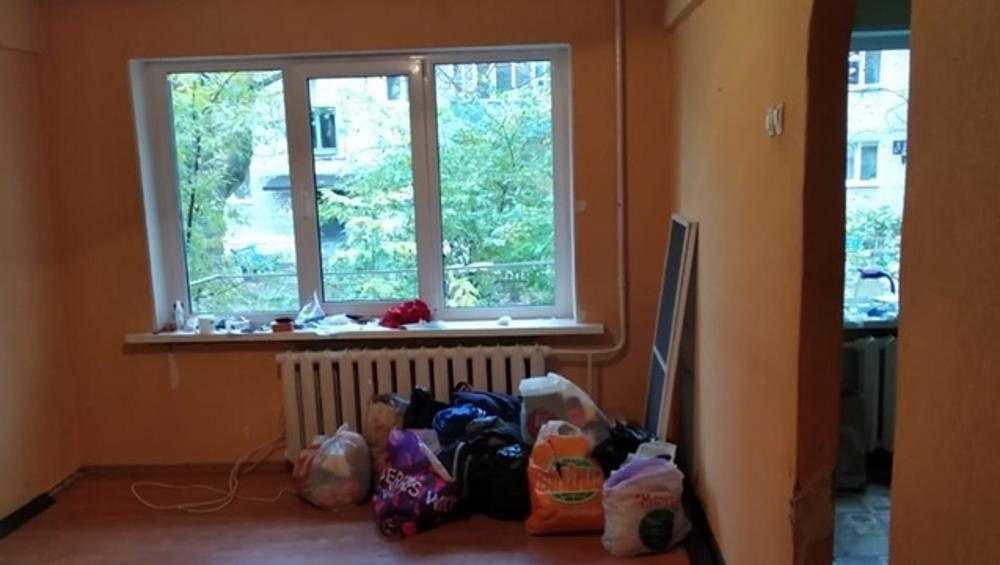 Незнакомец подарил квартиру оставшейся без крова брянской семье