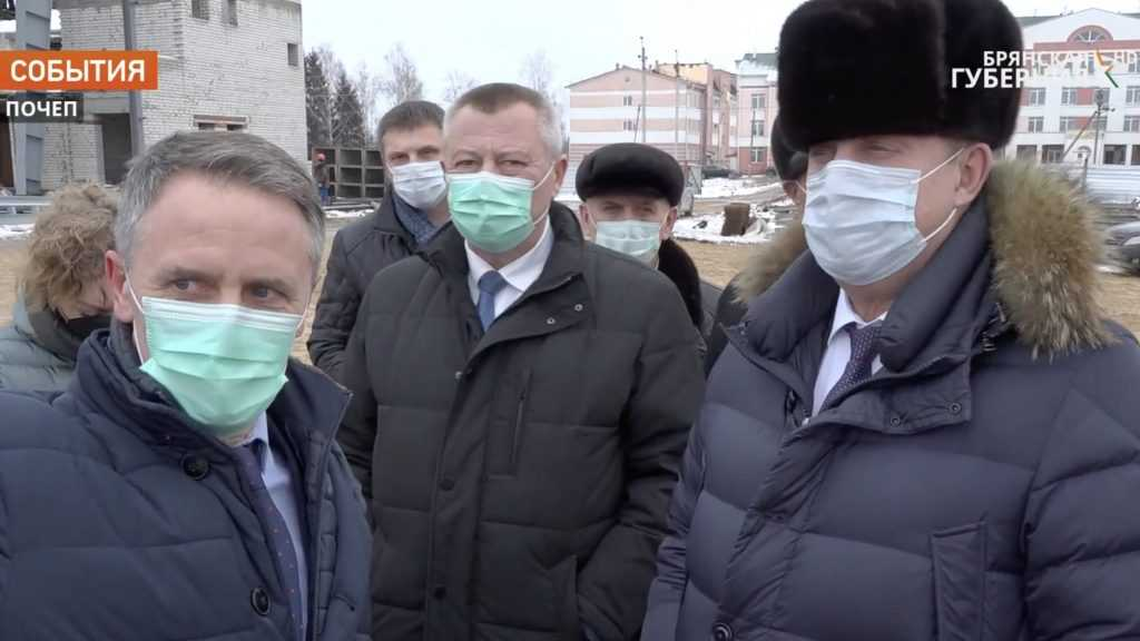 Брянский губернатор Богомаз оценил строительство ледового дворца в Почепе