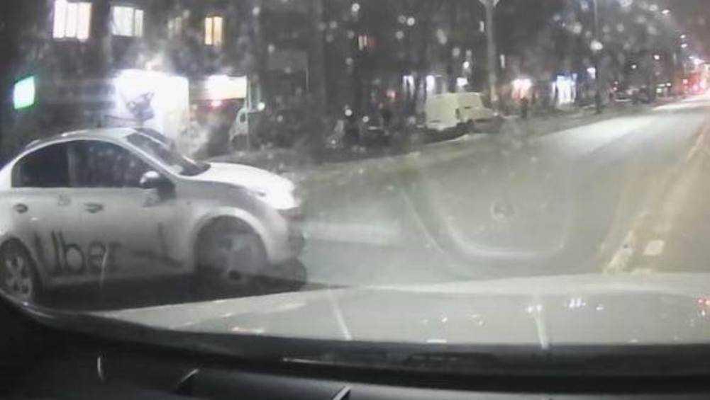 Жители Брянска призвали гаишников наказать таксиста-нарушителя