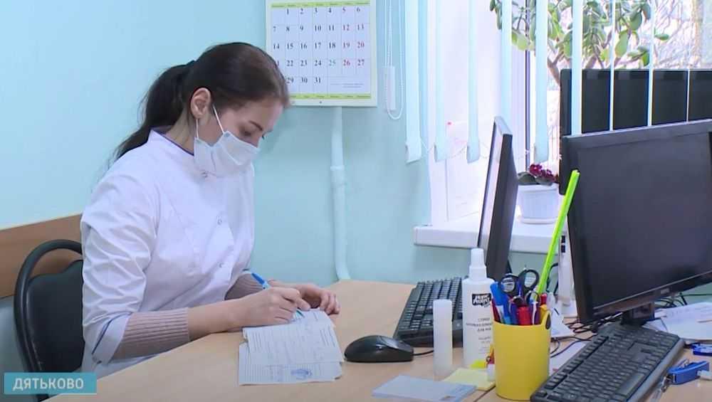 В Брянск вернулись около 100 выпускников медвузов
