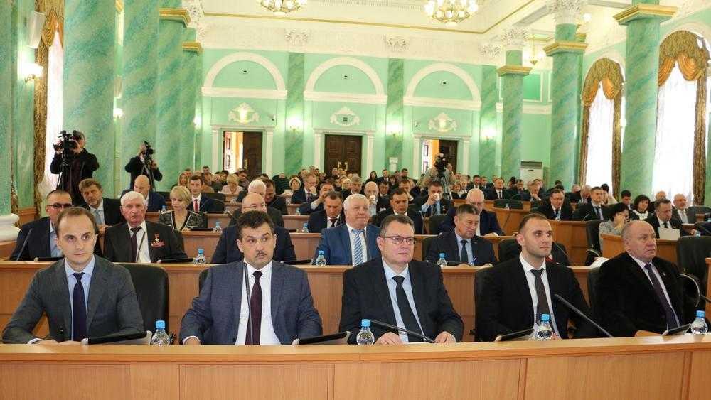 Выросло число работающих на постоянной основе депутатов Брянской думы