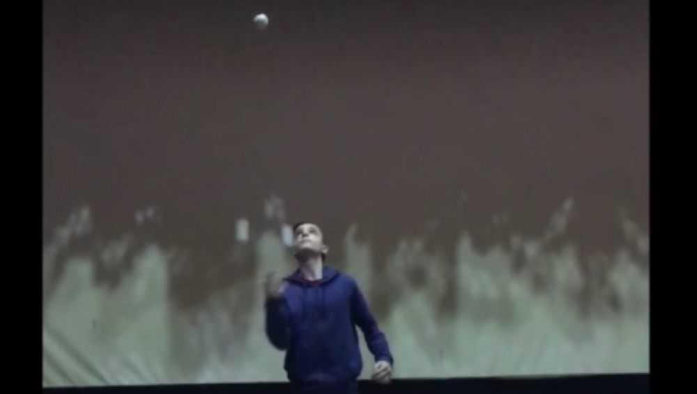 Брянский школьник показал видео своего рекордного жонглирования