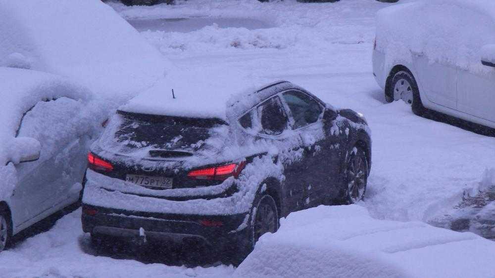В Брянске снегопад осложнил движение автомобилей