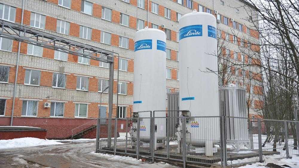 В Брянском коронавирусном госпитале установили емкости для кислорода