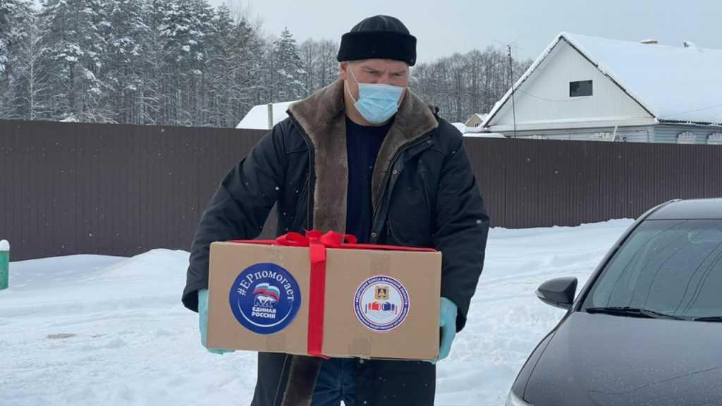 Николай Валуев передал продуктовые наборы брянским ветеранам