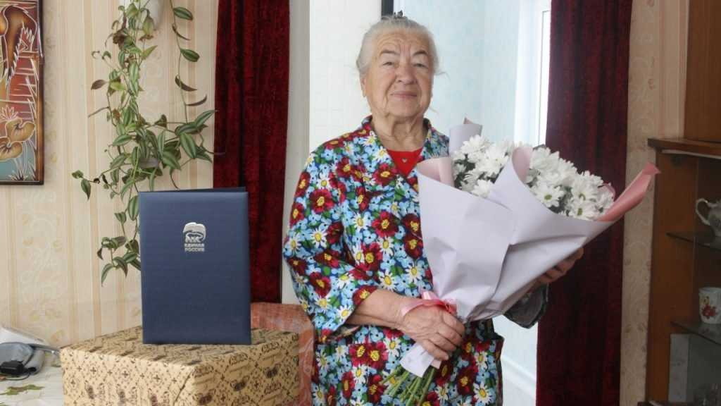 Жительницу Брянска поздравили с 85-летним юбилеем