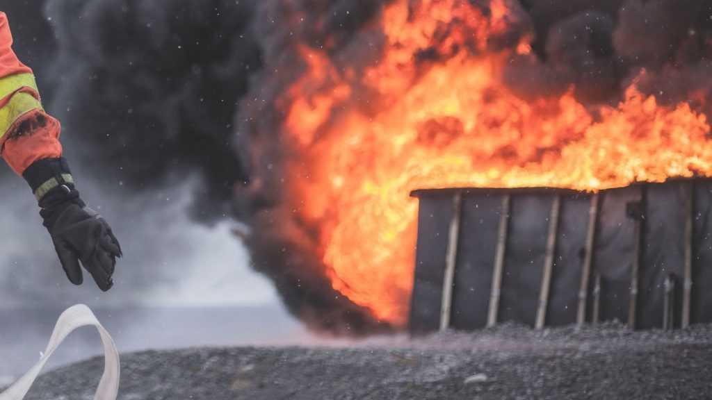Для тушения охваченного огнем дома в Почепе понадобилось 8 часов