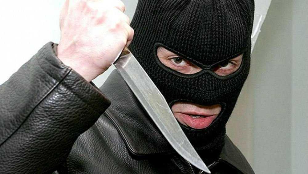 В Брянске осудят напавшего с ножом на кассиршу магазина налетчика
