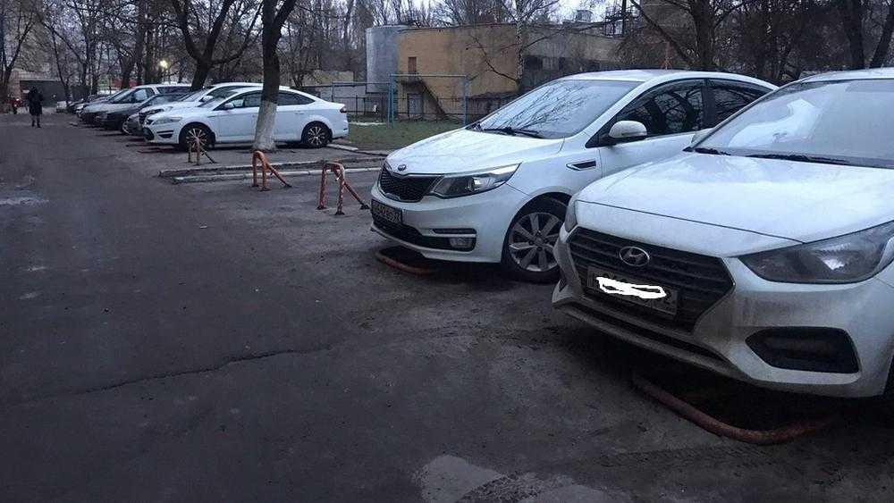 В Брянске автомобилист решил судиться с захватчиками парковки