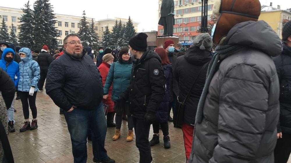 В Брянске на несогласованном митинге задержали 39 сторонников Навального