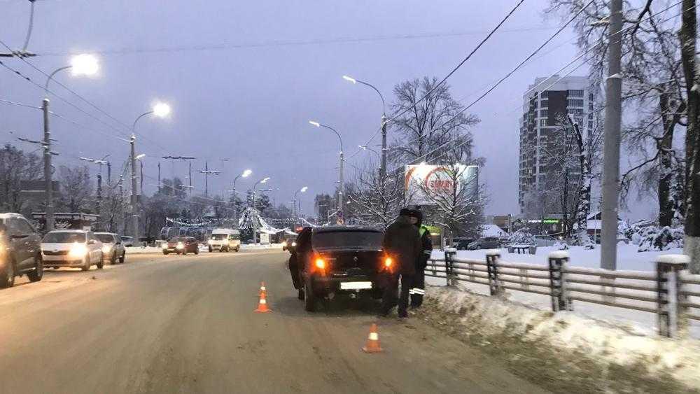 Причиной большой пробки в Брянске на Бежицкой стало ДТП