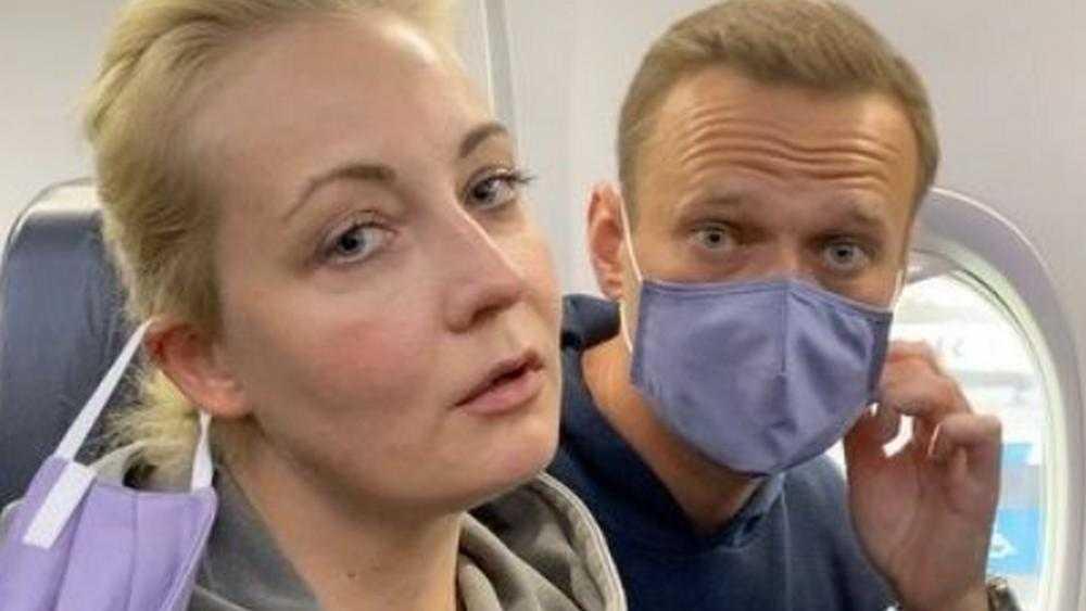 Захарова посоветовала американцам заниматься не Навальным, а проблемами США