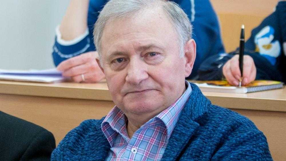 В Брянске скончался заразившийся COVID-19 адвокат Виктор Панкратов
