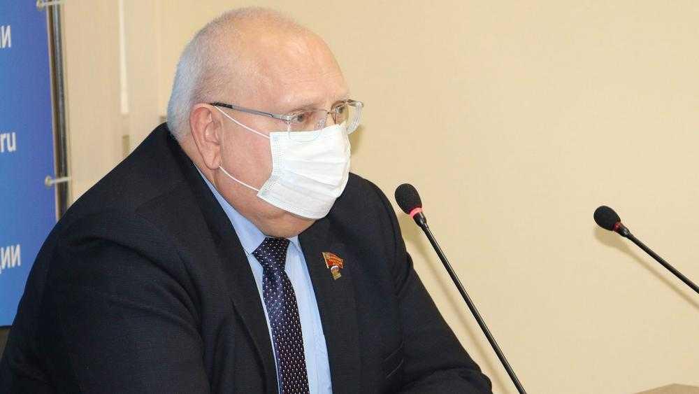 Брянской депутат: «Делать прививку или нет…»