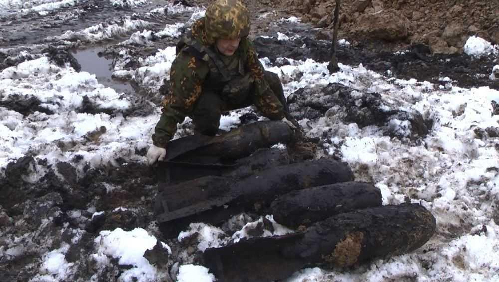В старом аэропорту Брянска нашли 17 авиабомб